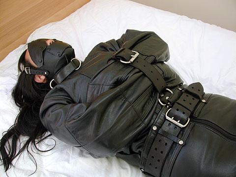 straps sex leder catsuit